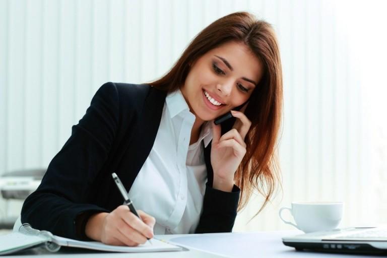 gọi điện thoại với khách hàng